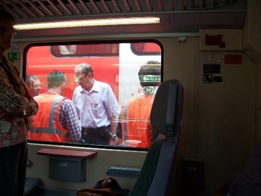 Szenen einer Evakuierung aus einem Regionalexpress I