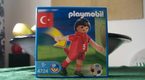 Ein angemessenes Geschenk und bundesrepublikanisches Playmomaterial war am 28.06.2008 einfach nicht mehr zu erhalten ;-)